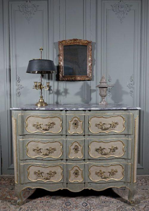 Commode arbalete peinte. Epoque Louis XV